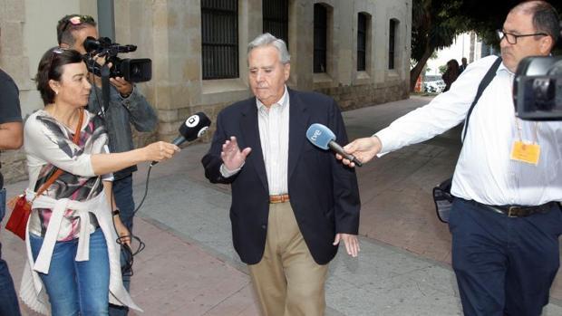 Alperi acudiendo este lunes a los juzgados en Alicante