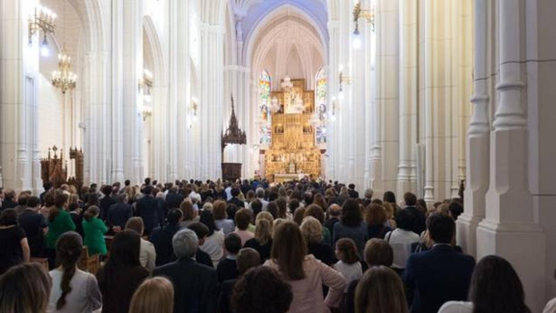 Multitudinario funeral por Teresa Nebot y su marido Xabier Prats