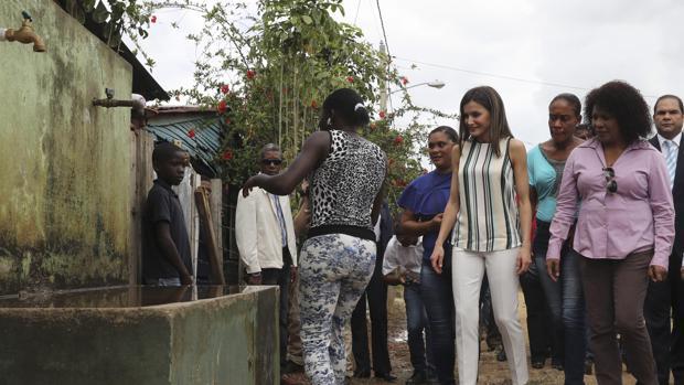 La Reina Letizia durante la inauguración del proyecto de distribución de agua en República Dominicana