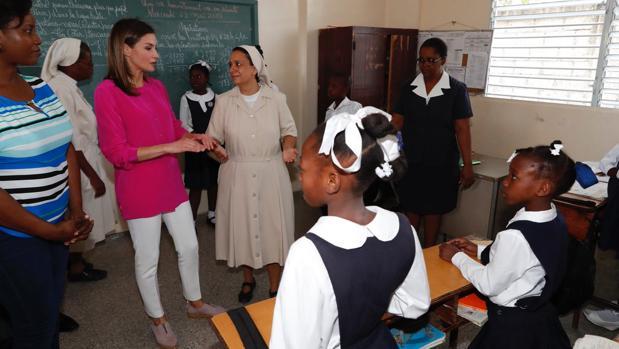 La Reina, en las instalaciones de las Hermanas de la Caridad de San Vicente de Paul de Cité Soleil