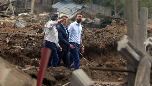 Feijóo, en la 'zona cero' de la explosión en Paramos (Tui)