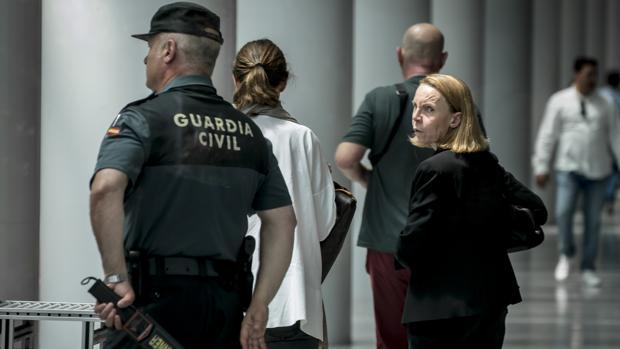 Rosa Barceló, esposa de Eduardo Zaplana a su llegada a la Ciudad de la Justicia de Valencia