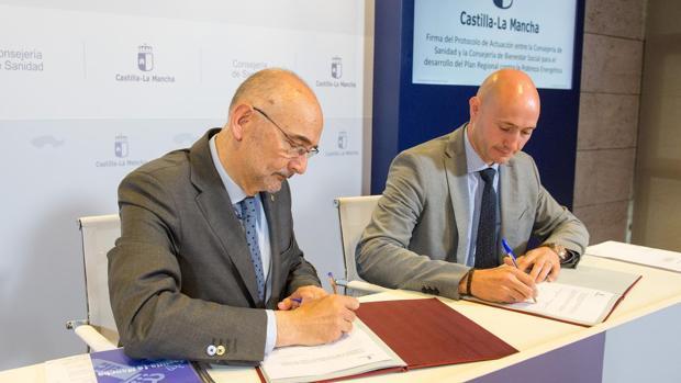 Manuel Tordera y Ramón Lara, directores generales de Salud Pública y Acción Social de la Junta