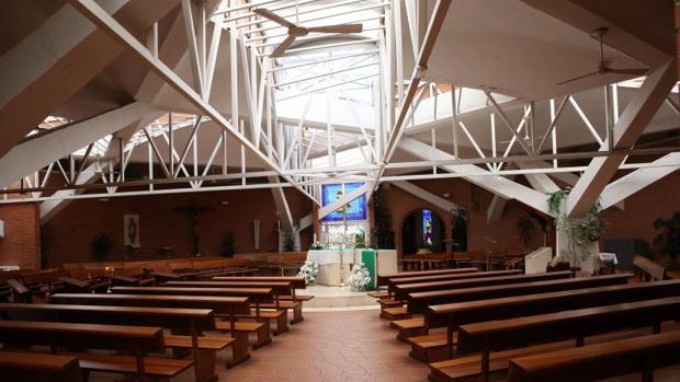 Interior de la parroquia de la Santísima Trinidad