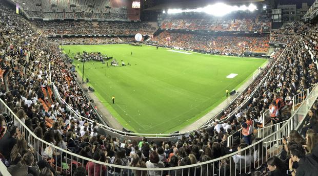 Más de 20.000 músicos re reúnen en Mestalla