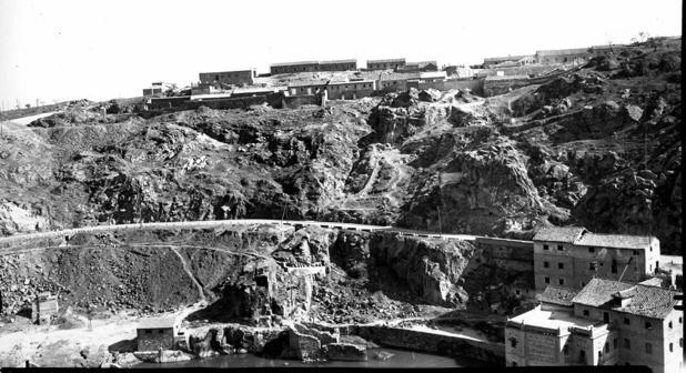 Barrio de San Blas, inmediato al castillo de San Servando, hacia 1935. Foto Archivo Municipal de Toledo