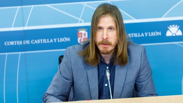 El secretario general y portavoz parlamentario de Podemos en las Cortes, Pablo Fernández