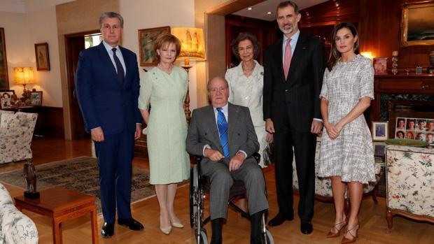 Los Reyes con Don Juan Carlos y Doña Sofía y sus invitados: Margarita y Radu de Rumanía