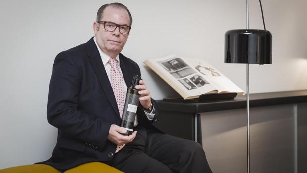 Joaquín Selma, con el nuevo aceite de lujo «Selma Millenary Olive Oil»
