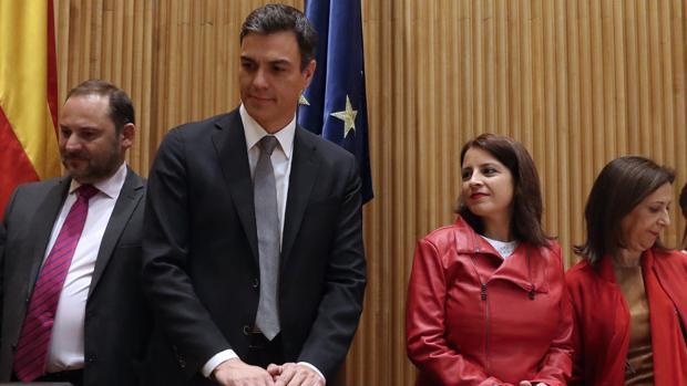 José Luis Ábalos, Pedro Sánchez, Adriana Lastra y Margarita Robles en la reunión del grupo socialista