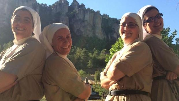 Algunas de las hermanas de las Carmelitas de la Sagrada Familia