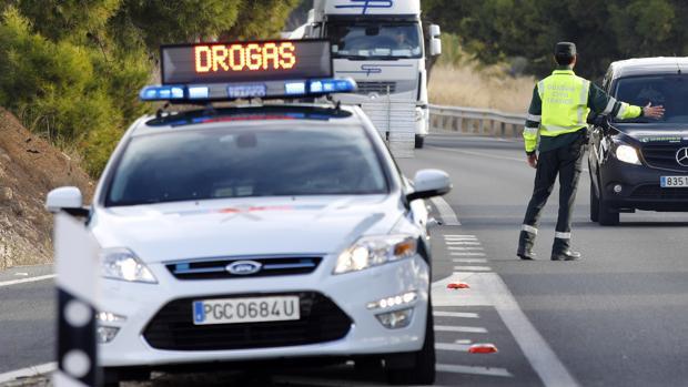 Control de drogas en la carretera en una imagen de archivo