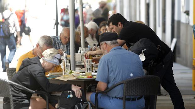 La hostelería es uno de los sectores que más remonta de cara a los meses estivales