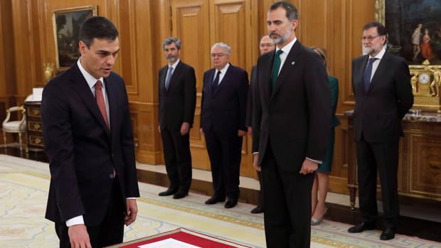 Pedro Sánchez promete como presidente del Gobierno ante el Rey en el Palacio de La Zarzuela