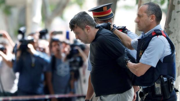Los Mossos revisan las cámaras para comprobar si el asesino de Vilanova premeditó el crimen