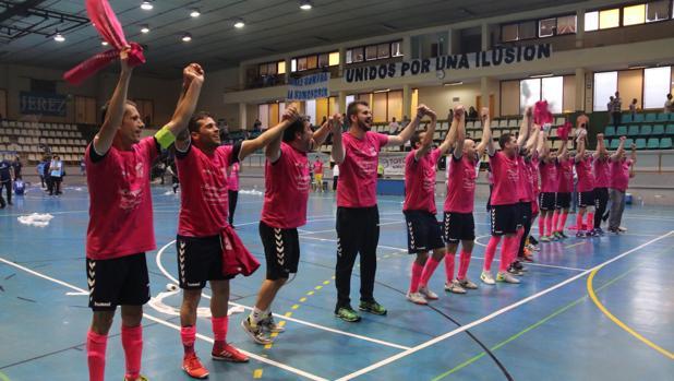 La plantilla del FS Talavera celebra el ascenso en el pabellón «Ruiz Mateos»