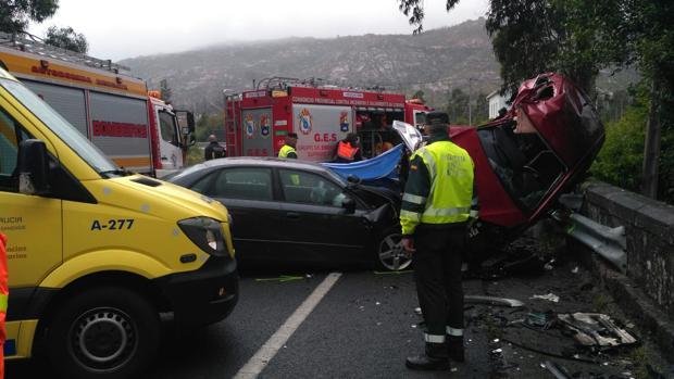 Estado en el que quedaron los vehículos tras el accidente