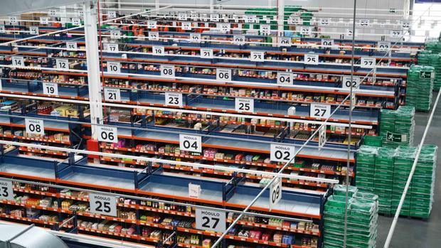 Imagen del centro de distribución de Mercadona para la venta por internet en Valencia