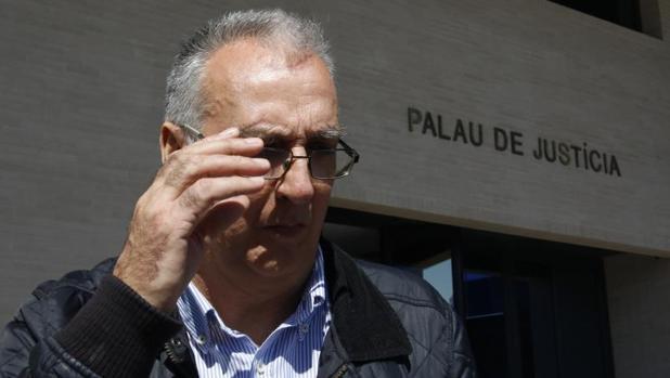 El exalcalde de Benidorm Agustín Navarro, a la salida de los juzgados por el caso de los posibles enchufes