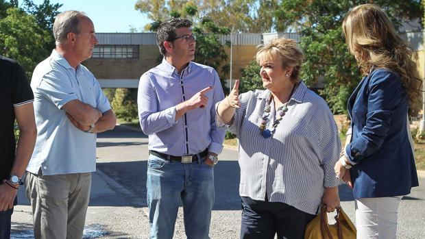 El presidente de la Diputación, Jorge Rodríguez, y diputada de Bienestar Social, Mercedes Berenguer, en el complejo de Bétera