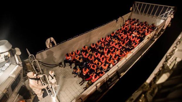 Rescate en alta mar, en la madrugada del domingo 10 de junio, de parte de los 629 inmigrantes que fueron rescatados por el barco «Aquarius»