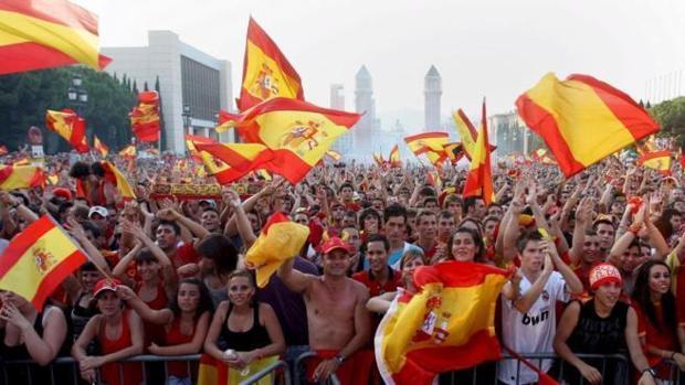 Aficionados de la Selección siguiendo la final del Mundial de 2010 en Barcelona