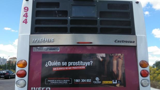 Por primera vez, en una línea de autobuses de la ciudad de Toledo, hay imágenes de sensibilización y de prevención de consumo de prostitución