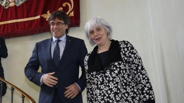 La alcaldesa de Badalona y el expresidente Puigdemont