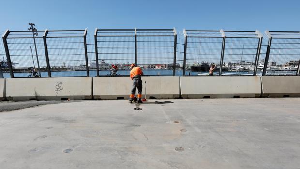 Antigua base del equipo de Copa América Alinghi, donde han comenzado los preparativos para acoger a los 629 migrantes del Aquarius