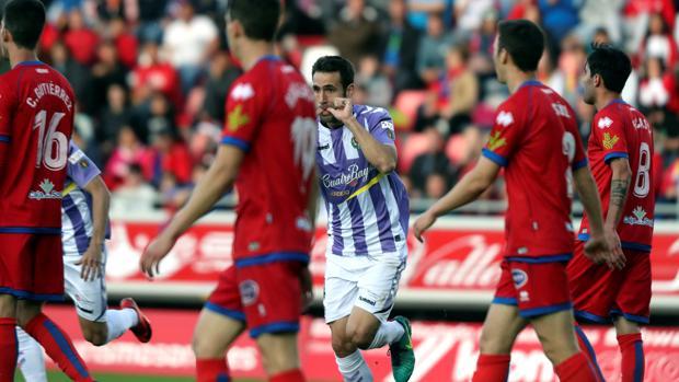 Olivas celebra el primer gol del Real Valladolid en Soria