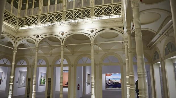 La exposición se puede ver en el recién rehabilitado patio del Palacio de Gaviria