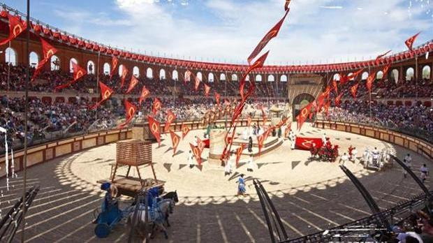 Circo romano del Parque Puy du Fou francés donde se celebran las carreras de cuádrigas de caballos