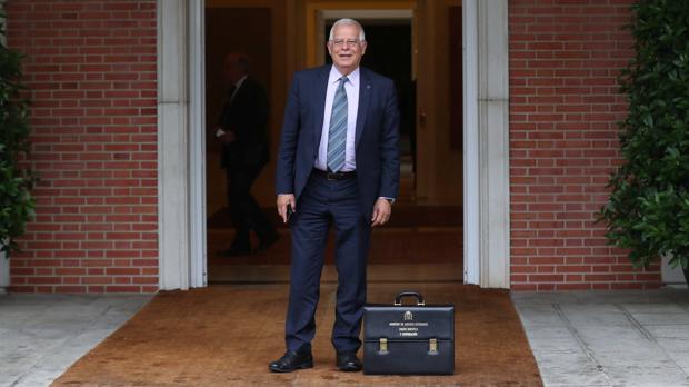 El ministro de Exteriores en la puerta del Palacio de la Moncloa