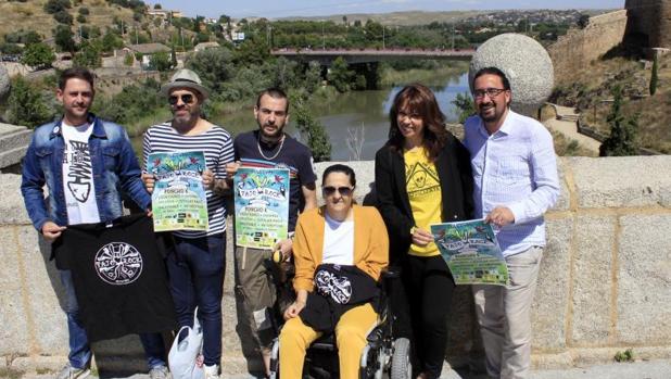 Los organizadores del festival, con Diego Mejías, concejal de Juventud de Toledo