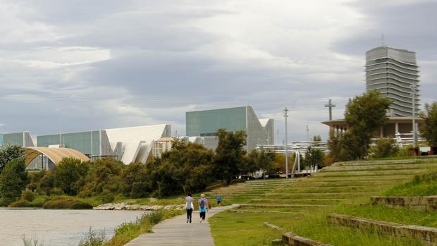 Fiesta oficial con mil invitados para celebrar una ruina de 700 millones de euros