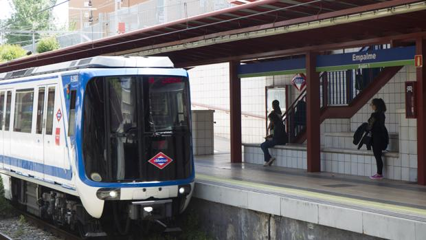 Un ángel en las vías del Metro de Empalme: «Saltó desde el otro andén y la rescató»