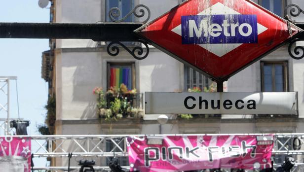 La estación de Metro de Cheuca, epicentro de la fiesta del Orgullo