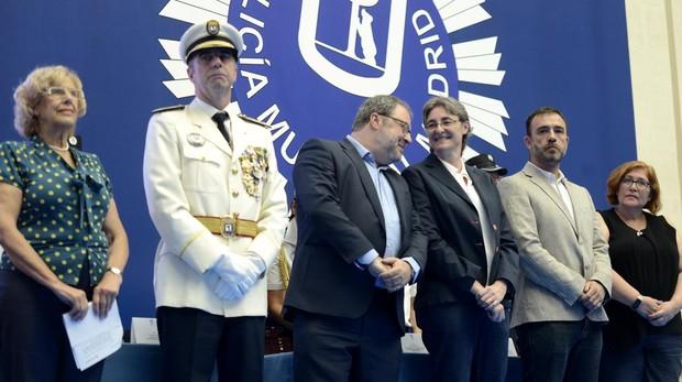 La alcaldesa, el comisario general, el concejal de Seguridad y la primera teniente de alcalde