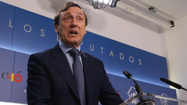 Rafael Hernando en declaraciones a la prensa después de la junta de portavoces parlamentarios