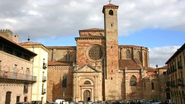 La catedral de Sigüenza se comenzó a construir en 1124
