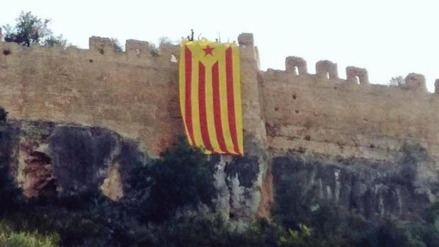 Imagen de una acción reivindicada por Arran el pasado mes de abril en el castillo de Corbera