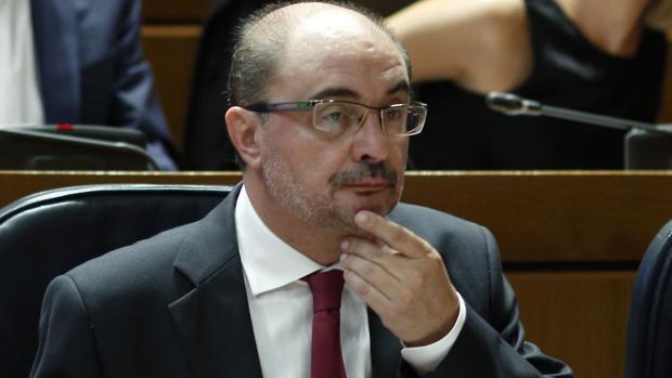 El presidente de Aragón, Javier Lambán (PSOE), durante un Pleno de las Cortes regionales