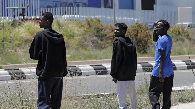 Francia prevé llevarse solo a los rescatados «con perfil de refugiado» del Aquarius