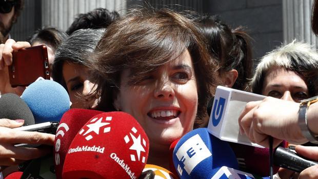 Sáenz de Santamaría anuncia su candidatura a liderar el PP