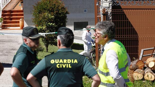 Agentes de la Guardia Civil en el lugar del crimen