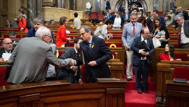 Maragall saluda al presidente de la Generalitat, Quim Torra, en la sesión del pasado 6 de junio