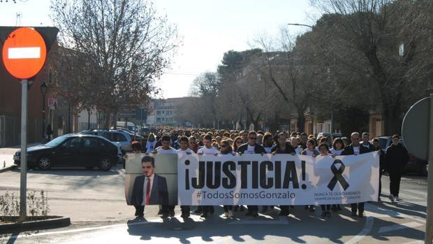 Manifestación anterior en protesta por la muerte de Gonzalo en el carnaval de Herencia