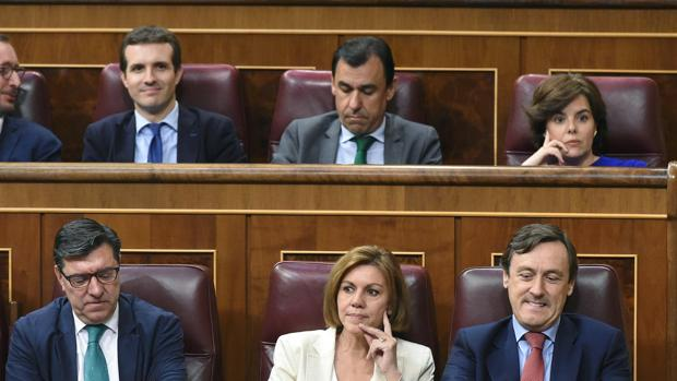 Los ministros de Rajoy, divididos entre Santamaría y Cospedal