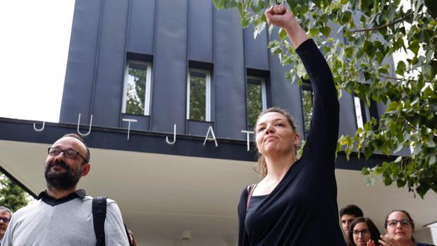 Seis meses de inhabilitación para la alcaldesa de Berga (CUP) por no descolgar la «estelada»