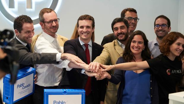 Imagen de Belén Hoyo junto a Pablo Casado difundida por la diputada a través de las redes sociales